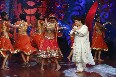 Genelia DSouza learning dance steps from Saroj Khan on shooting sets of Nachle Ve at RK Studios in Mumbai  3