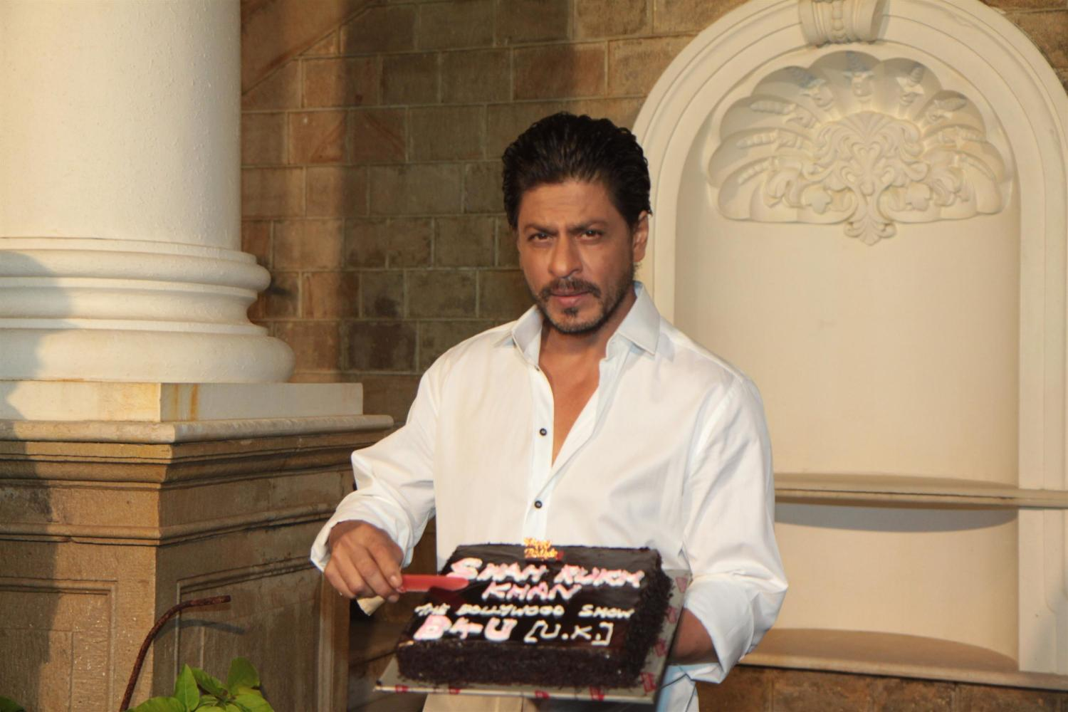SRK cutting his 48th birthday cake at celebrations with the media at