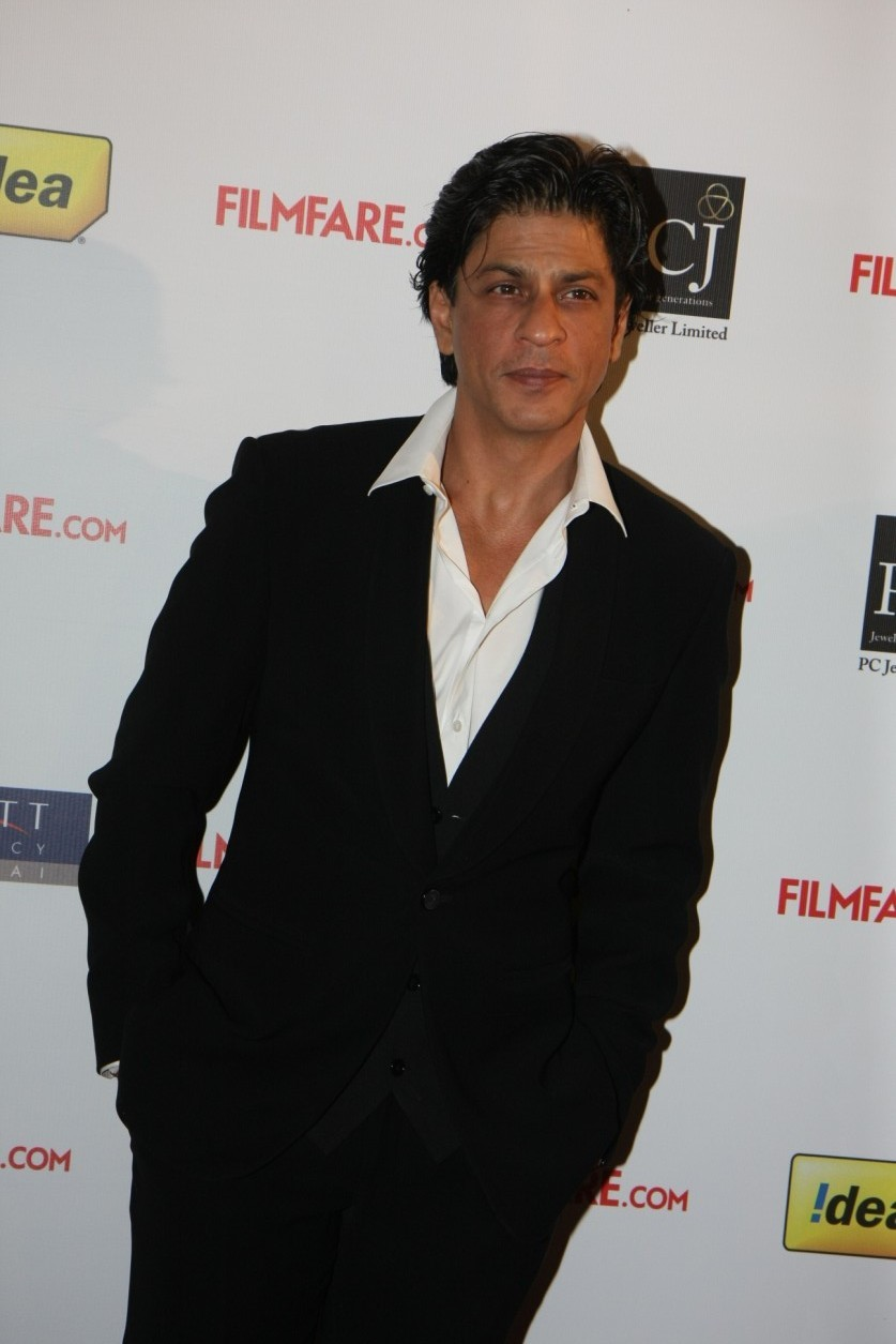 Superstar Shah Rukh Khan at Filmfare Awards 2012 ...