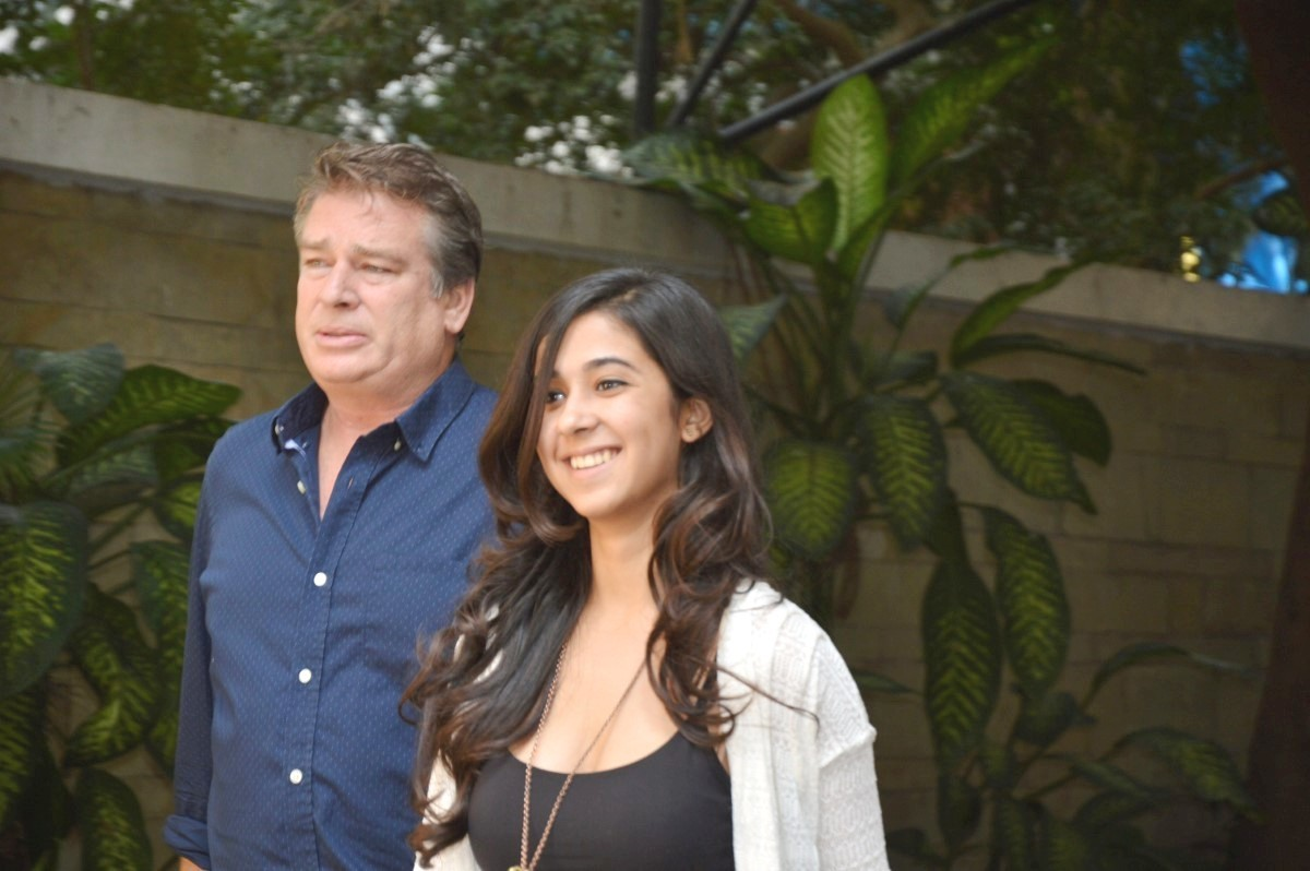 Karan Kapoor with daug...