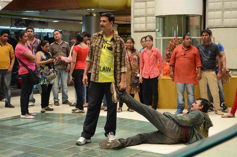 Akshay Kumar dragging a stuntman during the shoot integration of