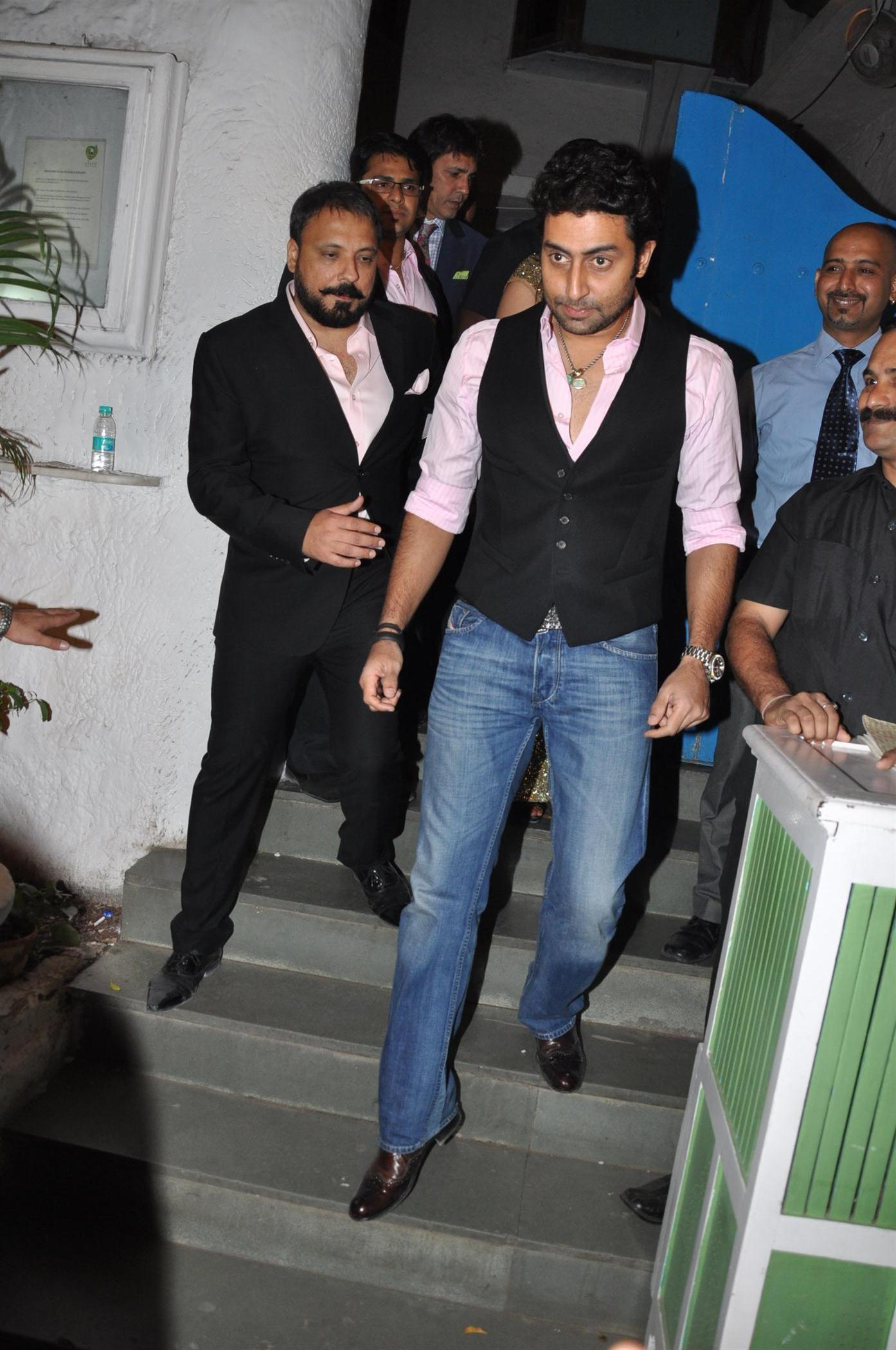 Abhishek Bachchan At Wedding Reception Party Of Producer Bunty Walia In Mumbai 2 Rediff Bollywood Photos On Rediff Pages Bio father,film producer, philanthropist and sports buff location mumbai tweets 6,4k followers 9,8k. rediff pages rediffmail