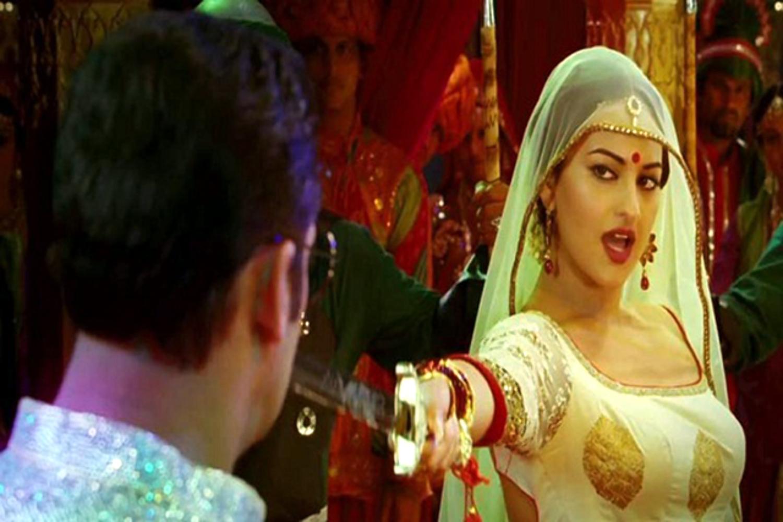 Sonakshi Sinha Dabangg 2 Movie Song photo : dabangg 2 on ...