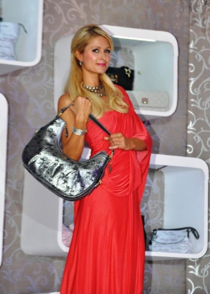 Socialite Paris Hilton Poses Red Carpet Storm Electronic