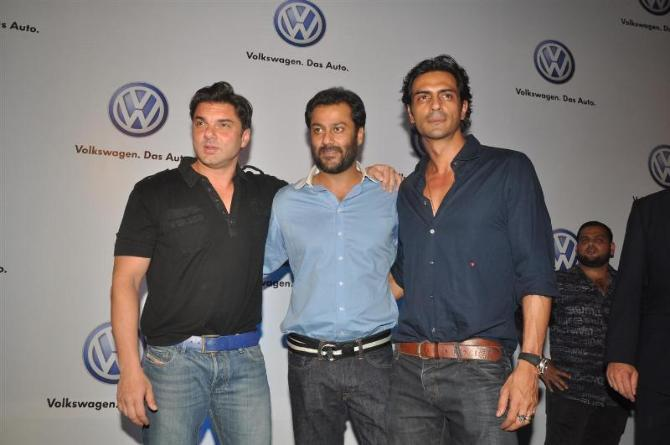 bollywood celebs at planet volkswagen launch at blue frog-photo7