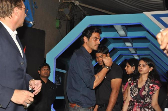 bollywood celebs at planet volkswagen launch at blue frog-photo1