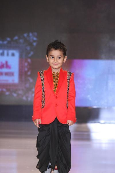Son of Sonu Nigam Nevaan Nigam walking the ramp at Grand Finale of India Kids Fashion Week 2012 in Mumbai  1