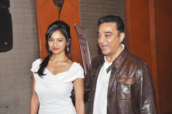 Kamal Haasan with Pooja Kumar at film VISHWAROOPPremiere tie up with VIDEOCON DTH announcing in Mumbai  3