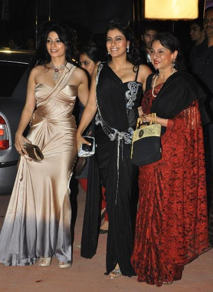 Kajol with sister Tanisha mother Tanuja at the Max Stardust Awards 2012 in Mumbai
