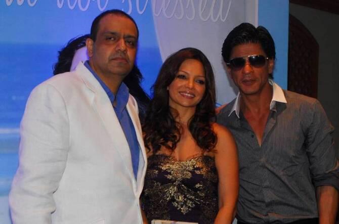Shah Rukh Khan Deanne Pandey Chikki Pandey Hotel Taj Lands End Mumbai