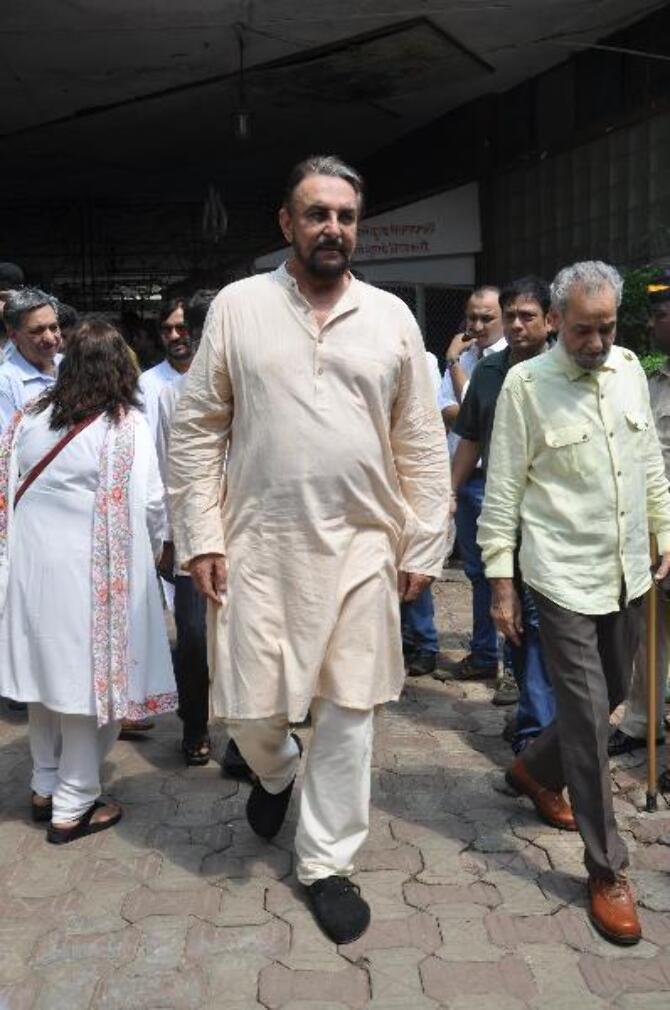 Sandokan  Kabir Bedi at Chandanwadi crematorium for Jagjit Singh  s funeral