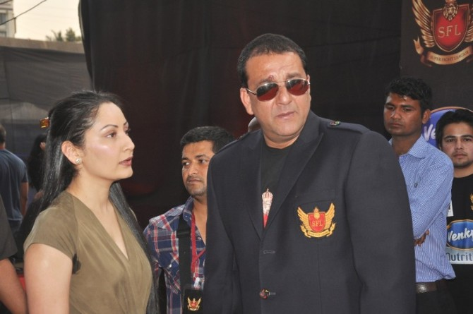 Sanjay Dutt with wife Manyata at the inaugural Super Fight ...