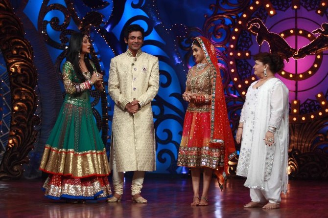 Jennifer Winget Sunil Grover Genelia Saroj Khan on shooting sets of dance reality show Nachle Ve at RK Studios in Mumbai  1