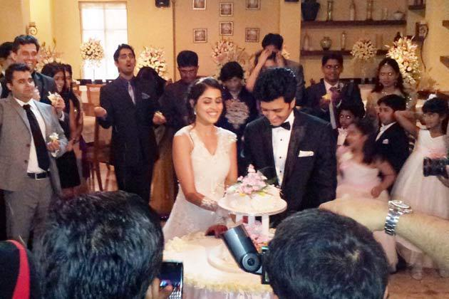 Ritesh Deshmukh Genelia DSouza Church Wedding Photo ...