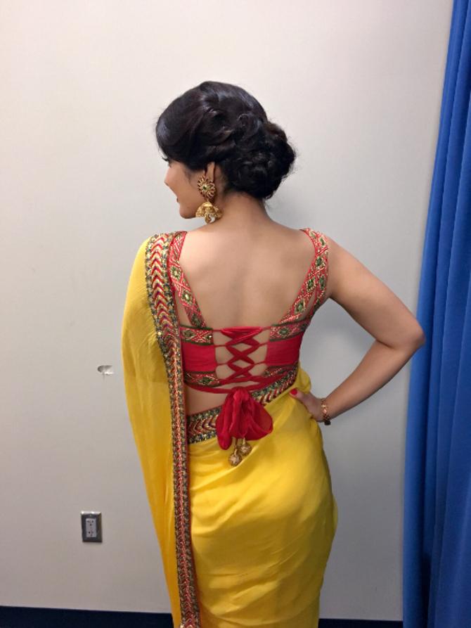 Raashi Khanna Saree Photoshoot  16