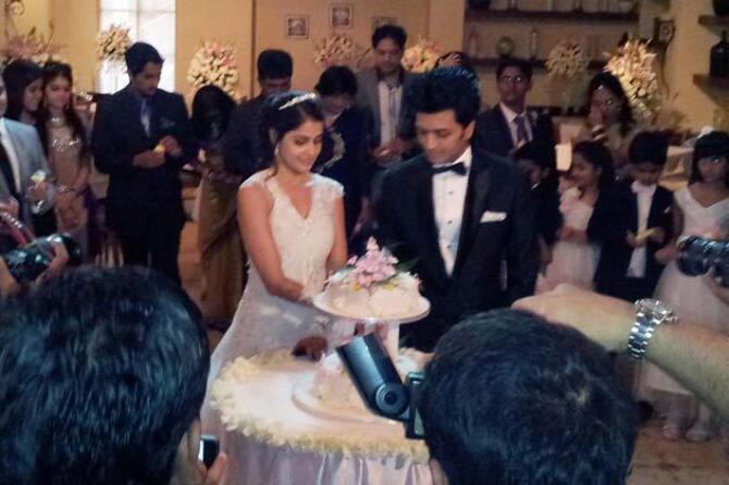 Ritesh Deshmukh Genelia DSouza Church Wedding Pic ...