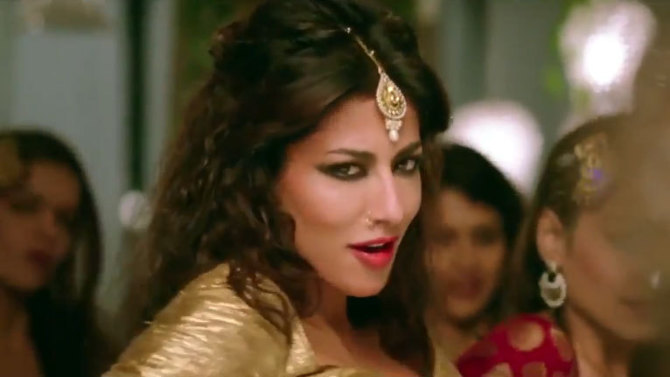 Chitrangada Singh In Gabbar Is Back Wallpapers: Chitrangada Singh Film Gabbar Is Back Song Aao Raja Image