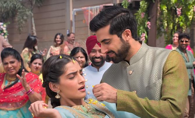 Sonam Kapoor starrer Ek Ladki Ko Dekha Toh Aisa Laga Hindi Movie photos  58