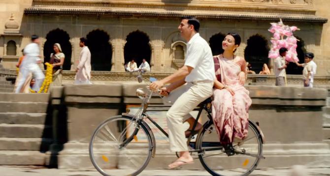 Radhika Apte   Akshay Kumar Padman Movie Stills  6