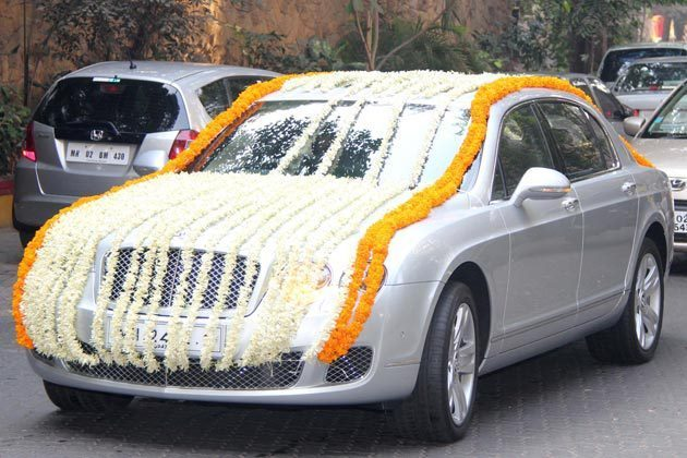 Ritesh Deshmukh   Genelia DSouza Church Wedding Car Pic