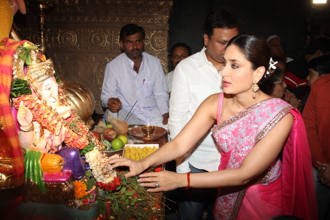 Kareena Kapoor Praying Ganpati Pic