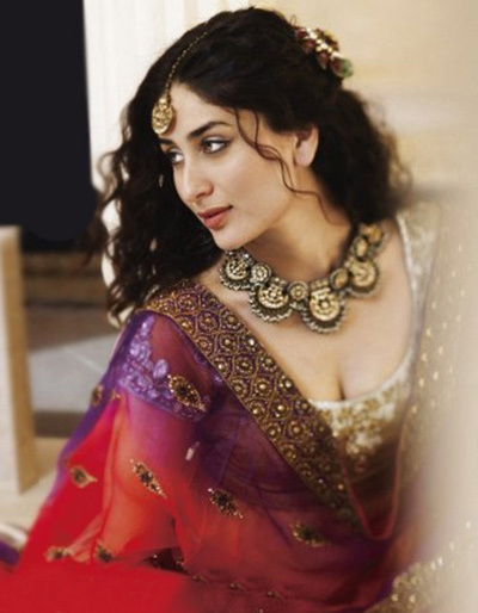 Kareena Kapoor Hot Sexy In Saree Stills