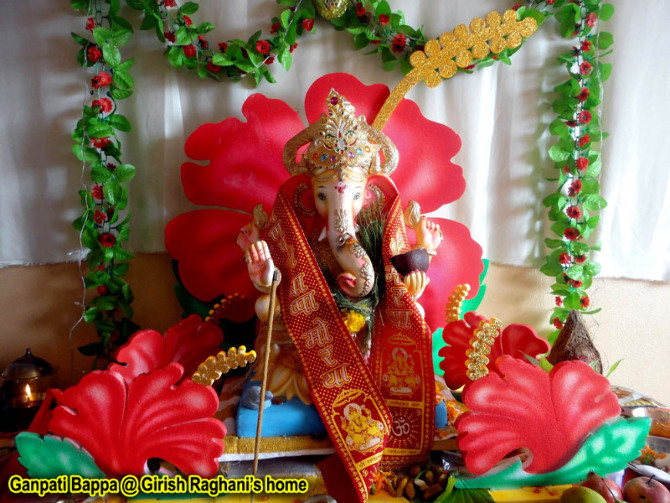 Baidya home ganpati girish2 manasi on rediff pages for Background decoration for ganesh festival
