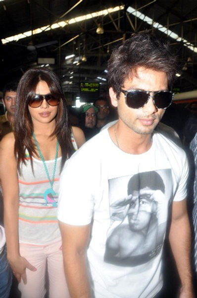 Shahid Kapoor Priyanka Chopra snapped while coming out of Churchgate Railway Station in Mumbai Photo