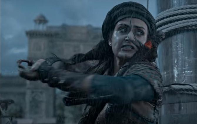 Fatima Sana Shaikh starrer Thugs Of Hindostan Movie Stills  9