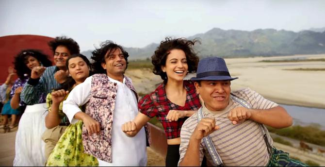 Kangana Ranaut  Shahid Kapoor Rangoon   Movie Tippa Song Stills  7