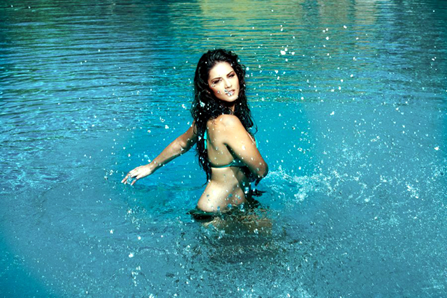 Sunny Leone Jism 2 Hot Photo