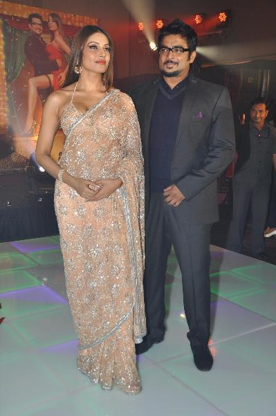 Bipasha Basu With Madhavan At Film Jodi Breakers Music Launch In Mumbai Photo
