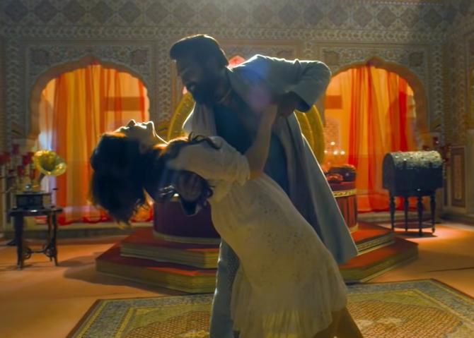 annabelle sethupathy tamil movie photos-photo13