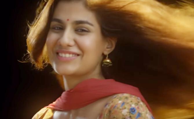 Emraan Hashmi and Shreya Dhanwanthary Hindi Movie Pho  12
