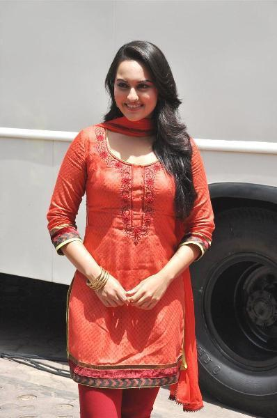Sonakshi Sinha at the shoot integration of SONY Channel TV Serial CID with her film Rowdy Rathore Pic