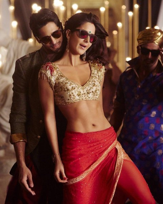 Katrina Kaif Sidharth Malhotra Movie Baar Baar Dekho Song Kala Chashma Pic