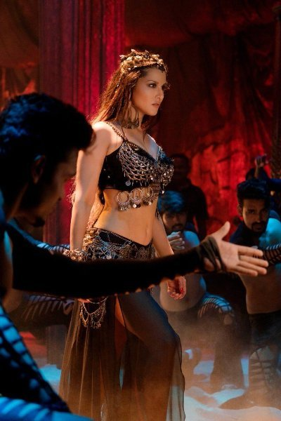 Sunny Leone Hot Song from Movie Bhoomi  6