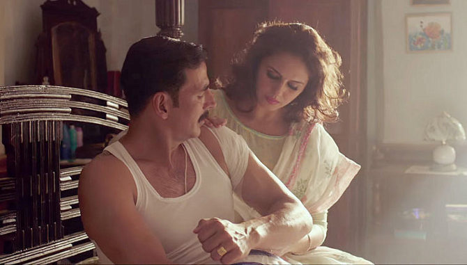 Huma Qureshi and Akshay Kumar Jolly LLB 2 Movie Song Stills 15