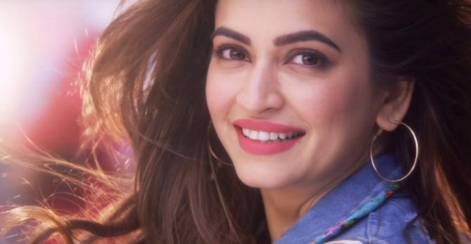 Kriti Kharbanda starrer Yamla Pagla Deewana Phir Se Movie Photos  8