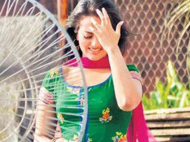 Sonakshi Sinha in Rowdy Rathore on Sets Pic