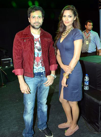 Emraan Hashmi with Esha Gupta promoting film JANNAT 2 at Pakistani band Junoon concert Photo